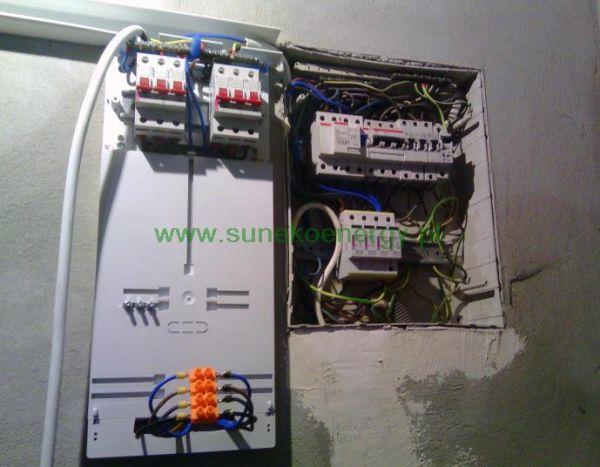 Wpięcie zasilania z elektrowni słonecznej do rozdzielni w garażu klienta - sunekoenergy