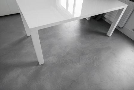 fragment posadzki wykonanej w technologii pandomo loft k-2 w całym mieszkaniu w Warszawie